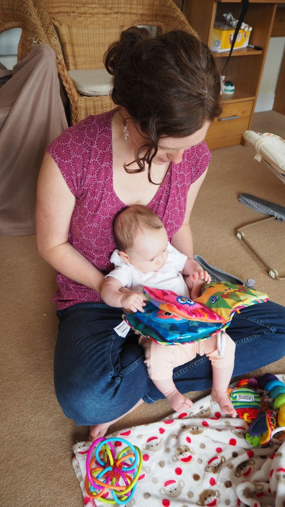 Kite reading to a very little Popple
