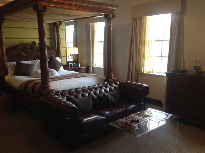 Four poster bed with sofa & coffee table at the end