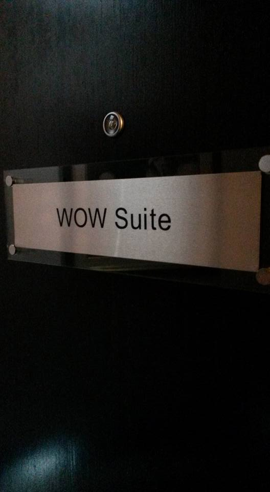 Door plaque 'WOW Suite'
